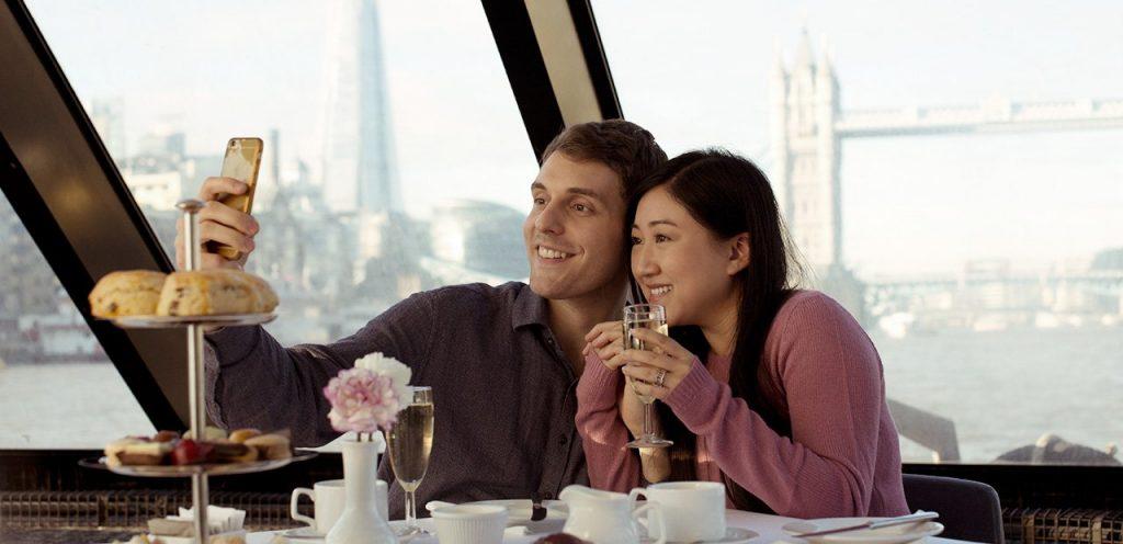 גם תה וגם חוויה בשיט על התמזה. צילום מתוך: citycruises.com