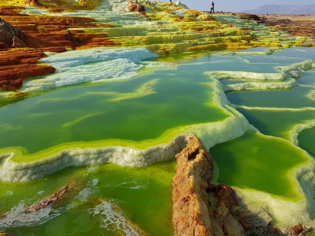 טרסות של מלח במדבר דנקיל. צילום: ענת ברק