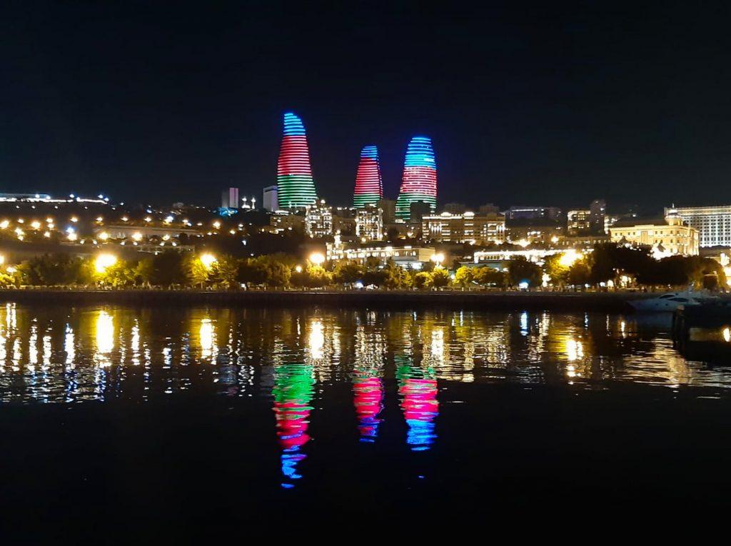 מגדלי הלהבה בלילה. צילום: אורטל קופמן