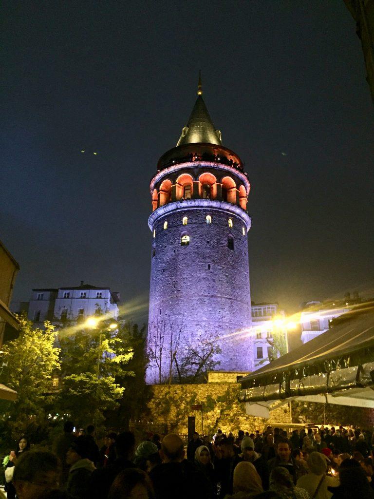 מגדל גלטה בלילה. צילום: תום לב