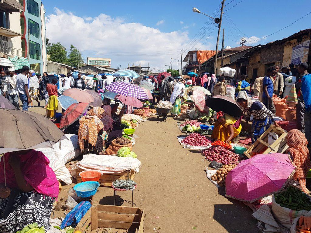 שוק בשכונת ערדה בגונדר. צילום: ענת ברק