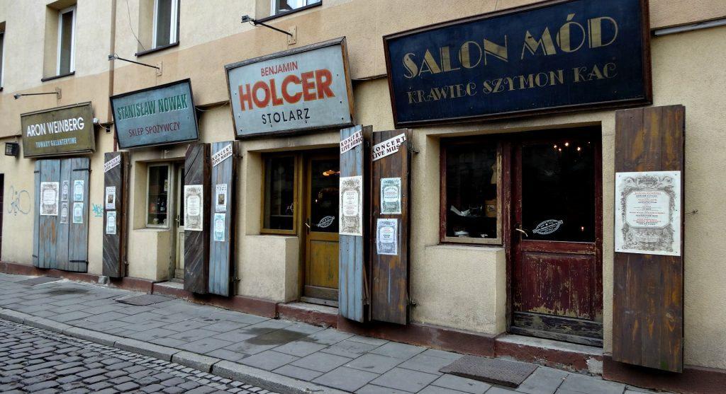 שיחזור של חנויות עתיקות של יהודים ברובע היהודי בקרקוב