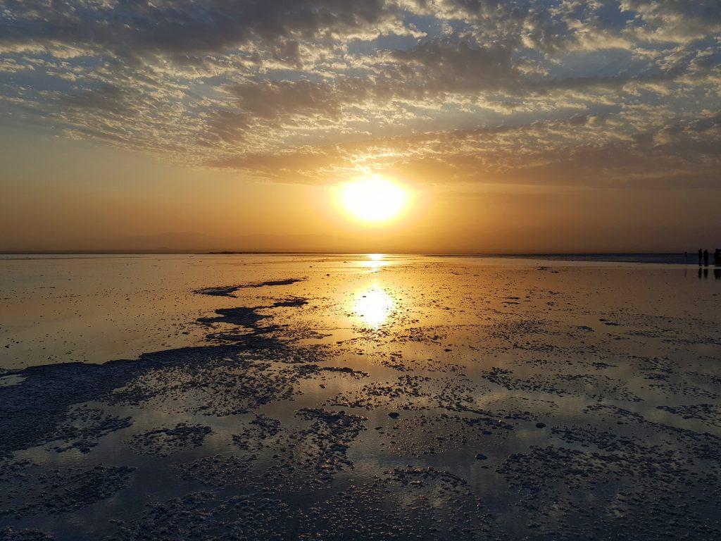 שקיעה עוצמתית ב- Lake Asale. צילום: ענת ברק