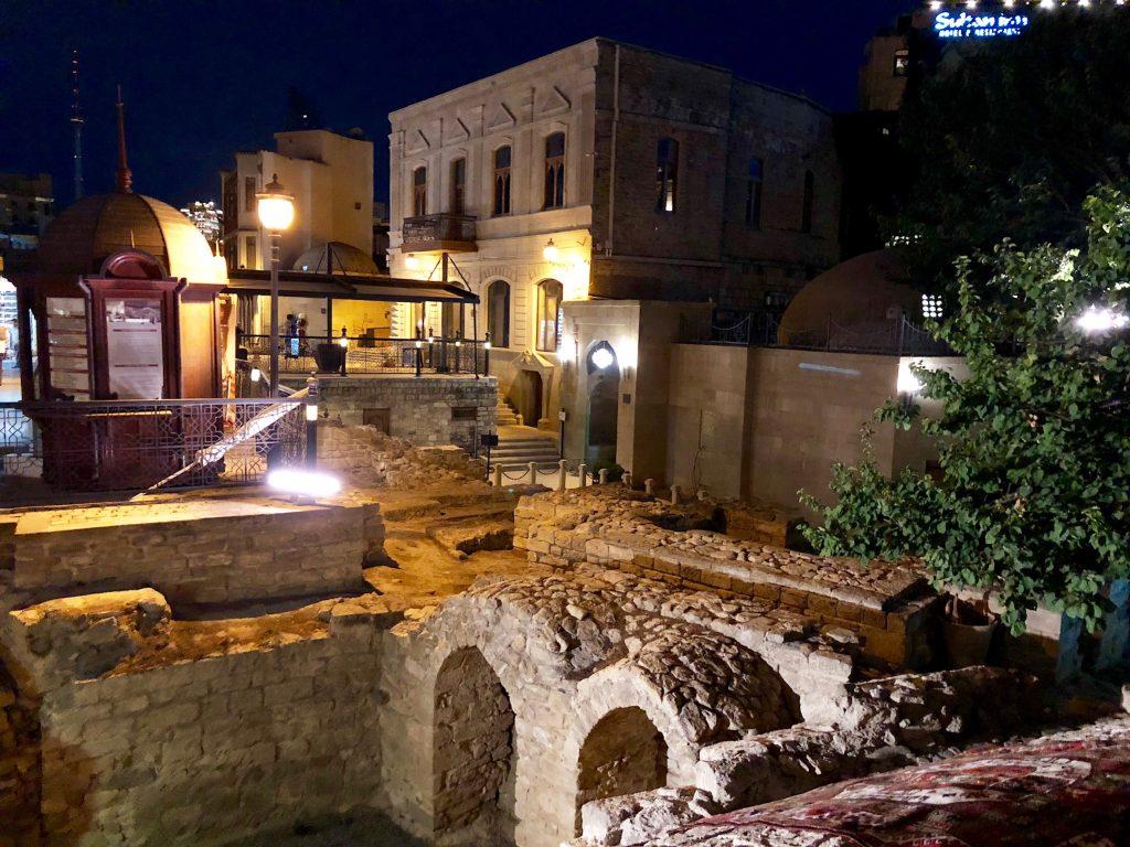 העיר העתיקה בערב. צילום: תום לב