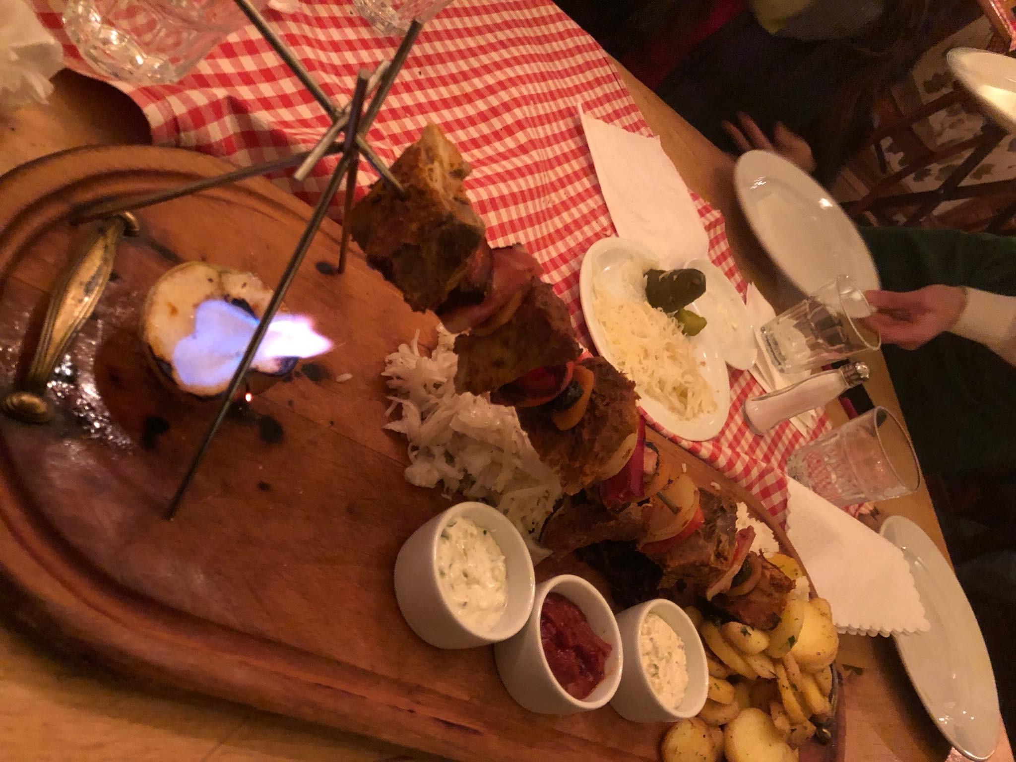 שיפוד בשר ממסעדת Podwale 25. צילום: דביר הקל