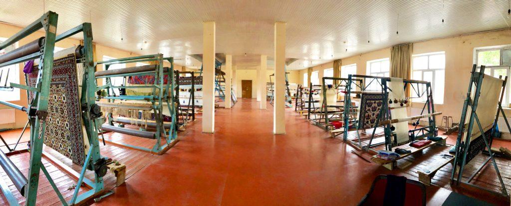 מפעל לייצור שטיחים בעבודת יד בגובה. צילום: תום לב