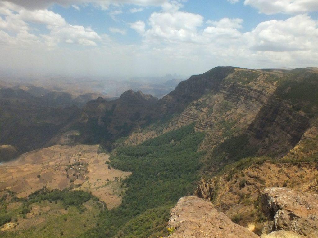 הנופים של הרי סמיאן. צילום: חוה אברבנאל